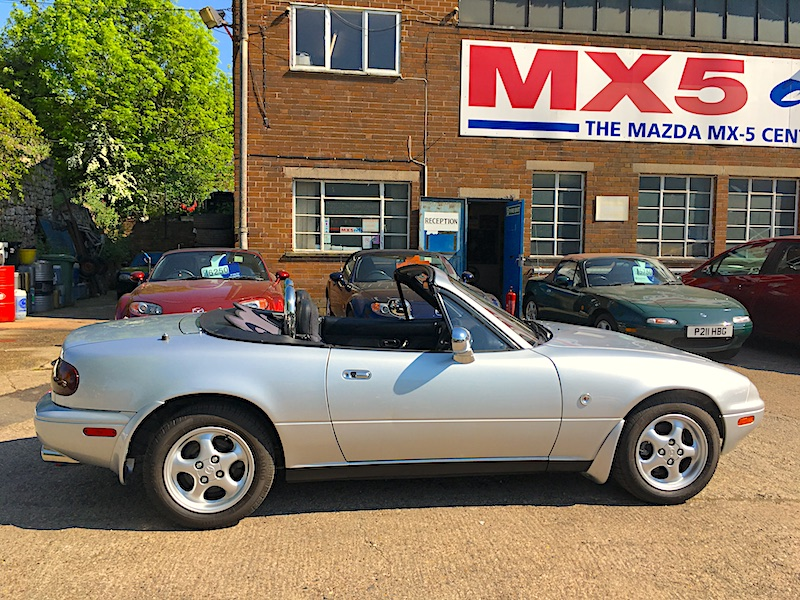 1995 Mazda Eunos Roadster Mk1 1.8 in Silver Stone with red Mohai