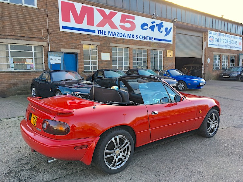1990 Mazda Eunos Mk1 1.6 Automatic in Classic Red