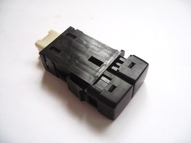 Heated rear window switch white connector for Mk1