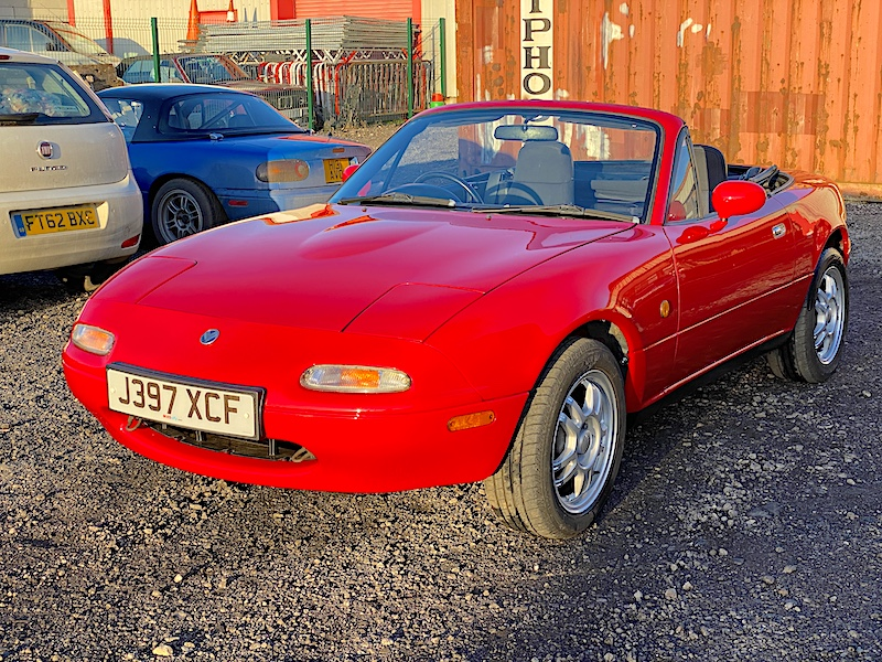 1991 Mazda Eunos Mk1 1.6 Automatic in stunning Classic Red