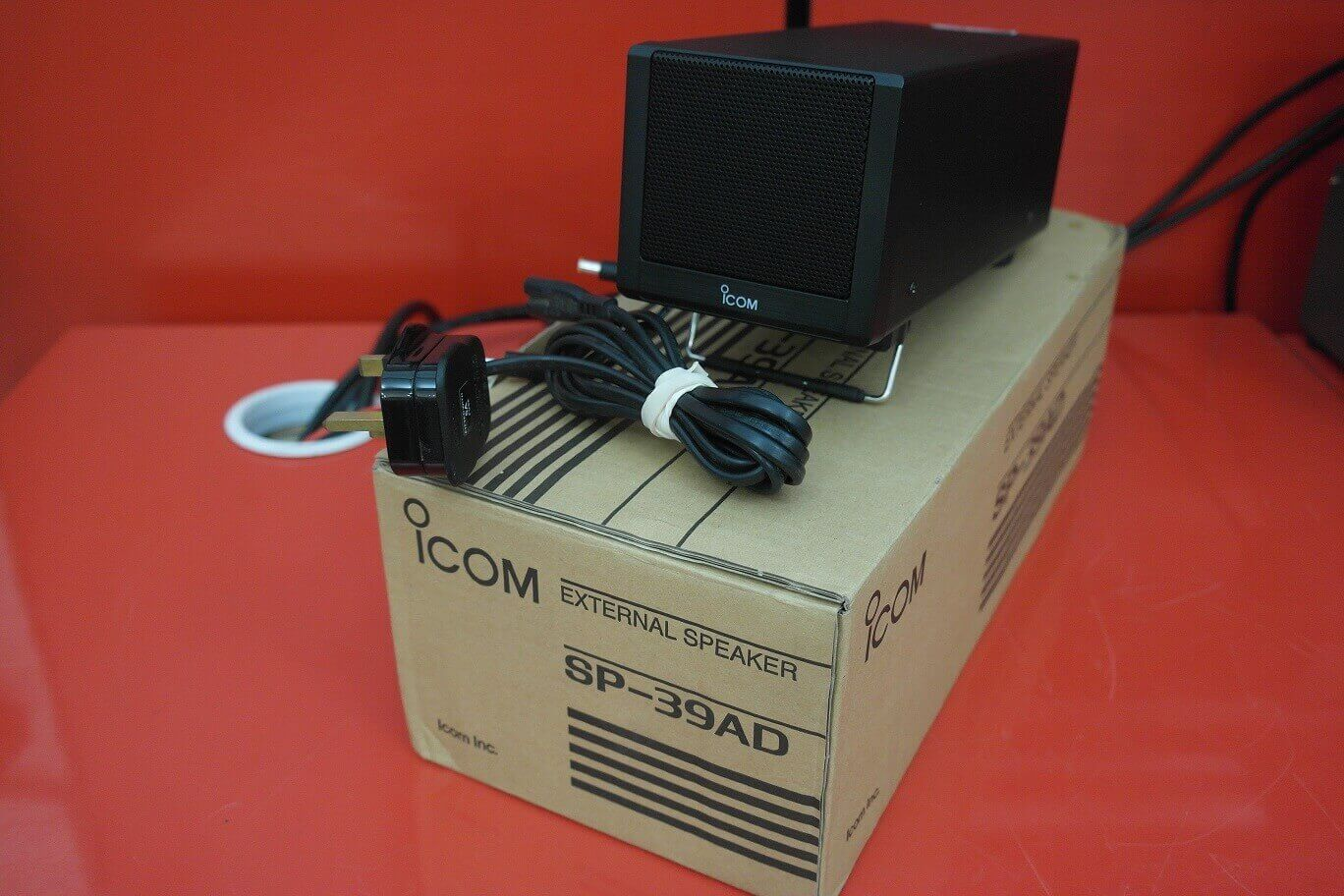 Second Hand Icom SP-39AD Speaker and Power Supply 1